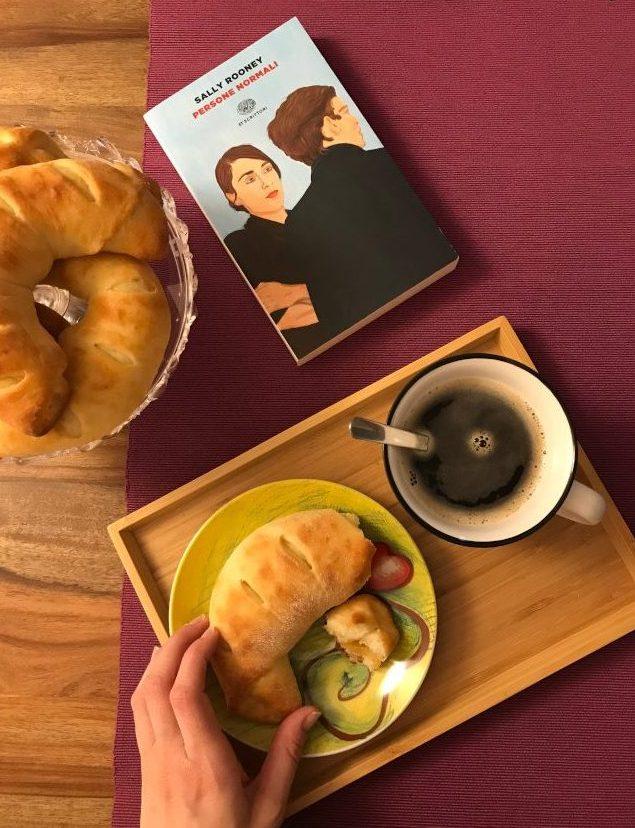 Croissant e caffè nero: una colazione per Persone normali